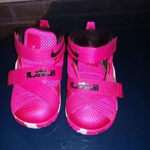 Pink NIKE LEBRON JAMES Toddler SOLDIER 9 Sz 6C